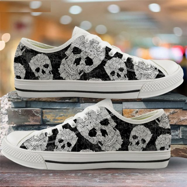 ELVISWORDS Gothic Skull 3D Print Vintage Style Flats Canvas Low Top Vulcanized Shoes for Women Breathable Air Mesh Running Shoes