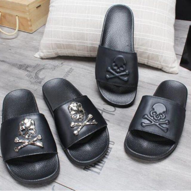 COOLSA Women's Summer Black Skull Slippers Black Soft Bottom With Beach Flip Flops Home Bathroom Slip Ladies Slipper Sandals